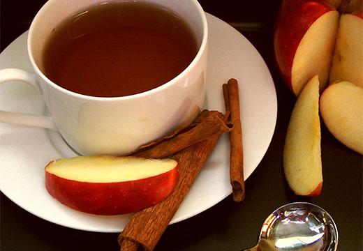 Напиток с яблоком и корицей