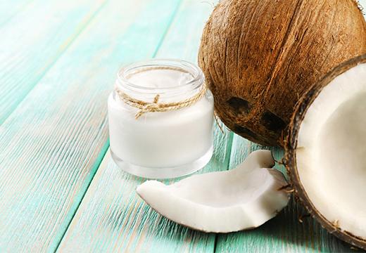 кокос и банка масла