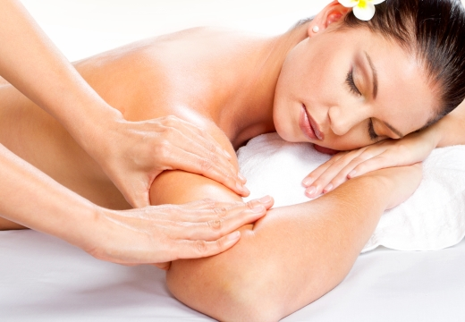 массаж рук в салоне