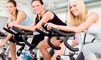 упражнения в зале на велотренажере
