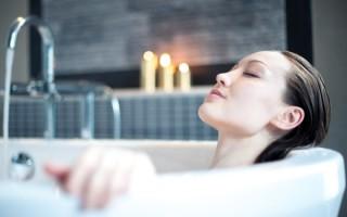 Правила применения ванны с содой и солью