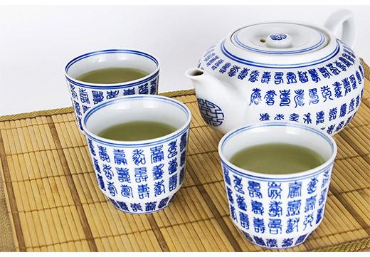Набор чайник и чашечки