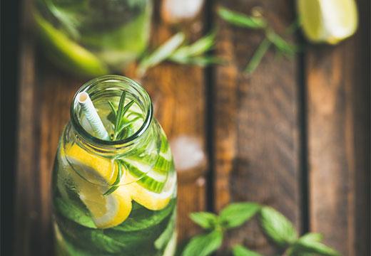 Вода с лимоном и огурцом