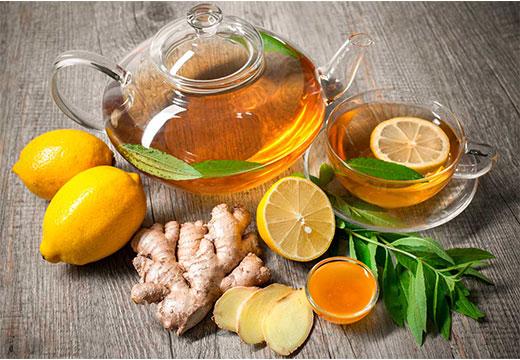 Напиток с чаем, имбирем и лимоном