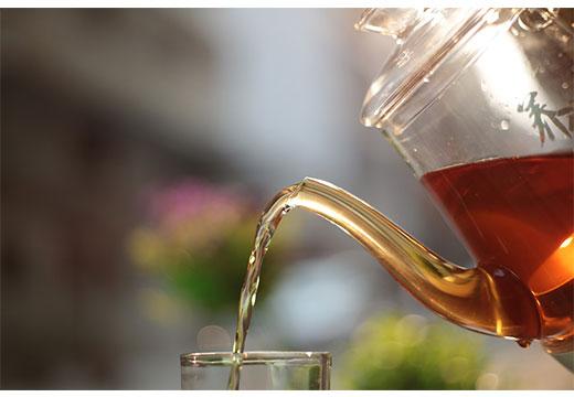 свежозаваренный чай