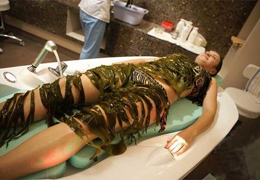 девушка в водорослях