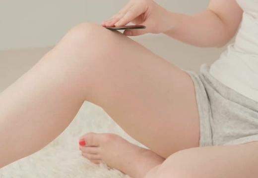 массаж ног гуаша