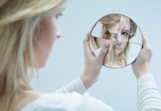 смотреть в разбитое зеркало
