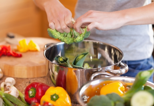 готовить овощи
