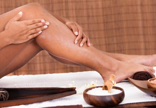 наносить крем на ноги